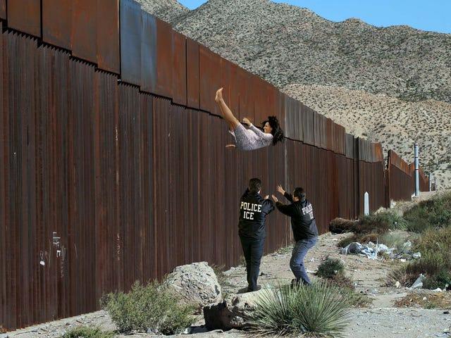 ICE 요원들, 미국 토양에서 출생을 막기 위해 멕시코 국경에서 임신 한 이민자 처형 (E) <em></em><em></em>
