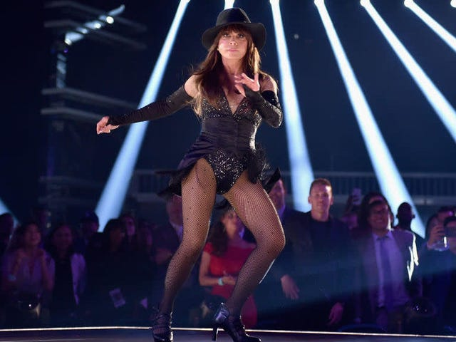 Paula Abdul dances, conducts surprise audition for Bond's next Oddjob at Billboard Awards