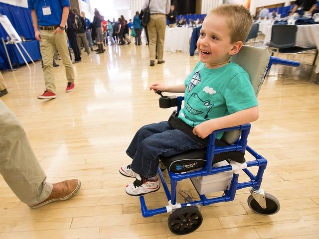 Pelajar Membina Kerusi Roda Elektrik Terkecil di Dunia