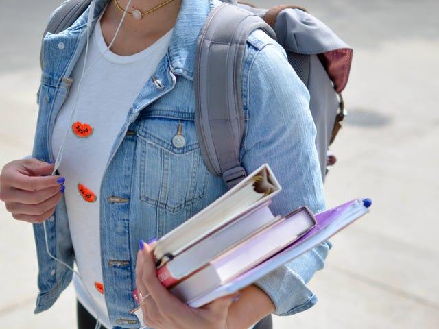 Oblicz całkowity koszt studiów - nie tylko czesne