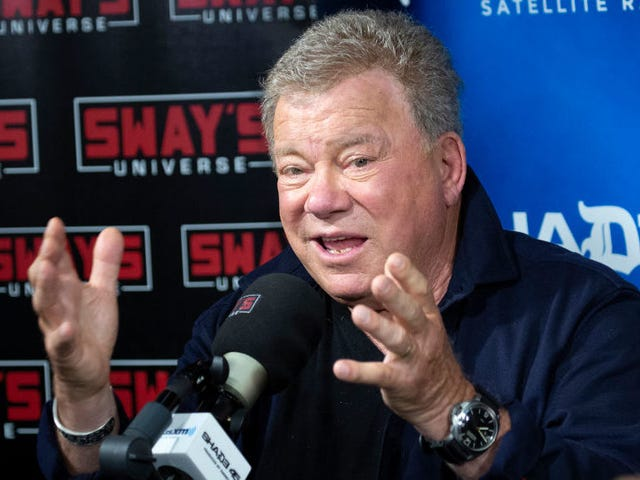 """William Shatner apparently determined to argue about """"Baby, It's Cold Outside"""" for rest of 2018"""