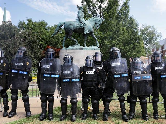 Raport wywołuje słabą reakcję policji na Charlottesville, w stanie Wirginia, protesty, utrudnienia w oskarżeniach