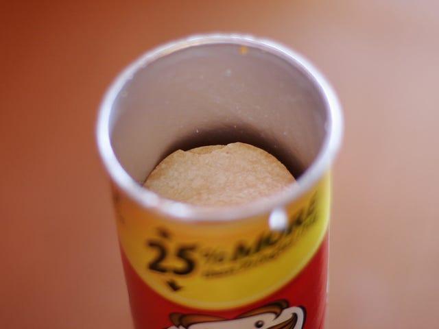 Cómo sacar fácil y rápido todas las patatas de un envase de Pringles y no morir en el intento