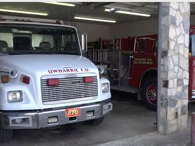 """""""Ми - не расистське відомство:"""" Пожежники пожежники пізніше поскаржилися, коли графство скоротило фінансування флага Конфедерації"""
