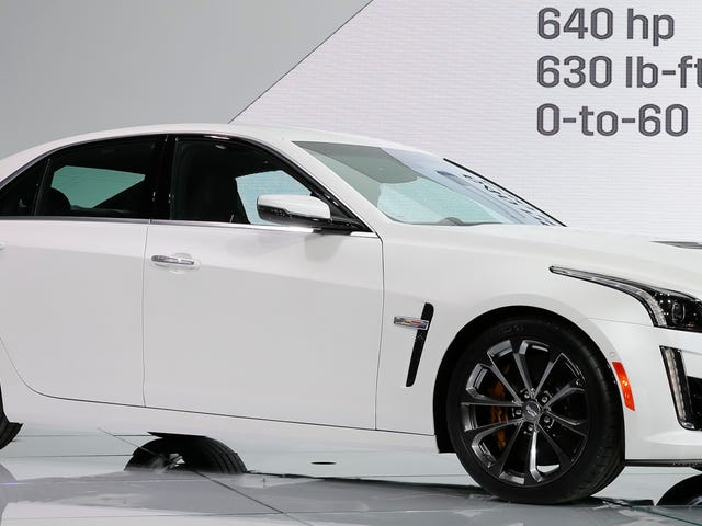 2016 Cadillac CTS-V: A 640 Horse Missile ปลอมตัวเป็นซีดาน Classy