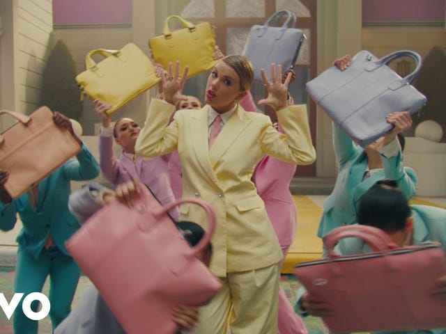 Taylor Swift intenta <i>Mary Poppins</i> Fanfic en &#39;¡YO!&#39;