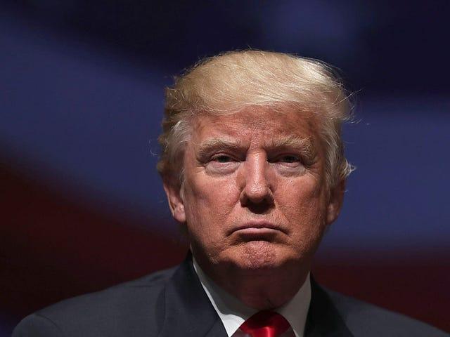 Tetap Bangun: Sementara AS Mengebom Afghanistan, Trump Diam-diam Menandatangani RUU untuk Memblokir Uang Orang Tua yang Direncanakan