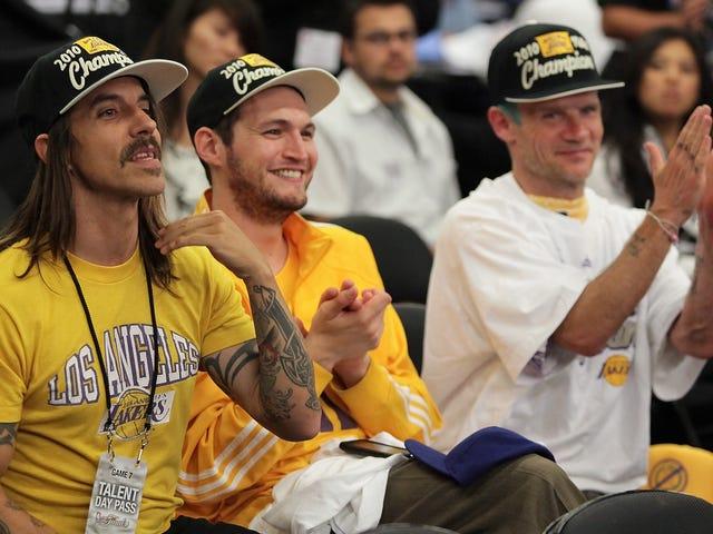 Anthony Kiedis <em></em>  ejetado do jogo Lakers na cidade em que ele vive, a cidade dos anjos <em></em>