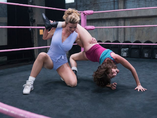"""GLOW's sexy star snaps, when all she had to do was """"Work The Leg"""""""