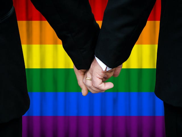 Professional Hatemonger Bryan Fischer는 'Big Gay'에 대해 매우 걱정하고 있습니다.