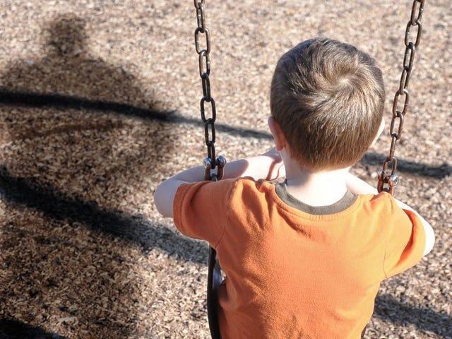 Hvordan hjelper du et lite barn med å komme over frykten for en nabo?