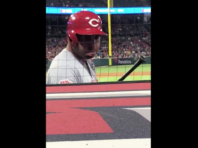 Joey Votto Treats Heckler With The Appropriate Level Of Respect