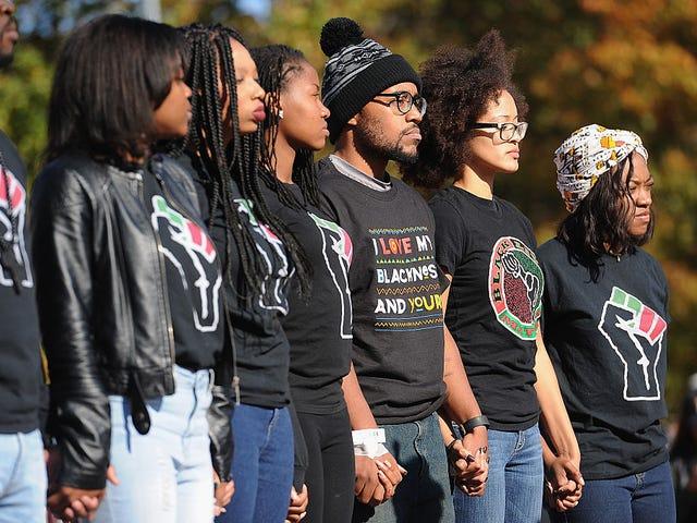 黒人の生徒がPWIで生活するのを助ける10のもの