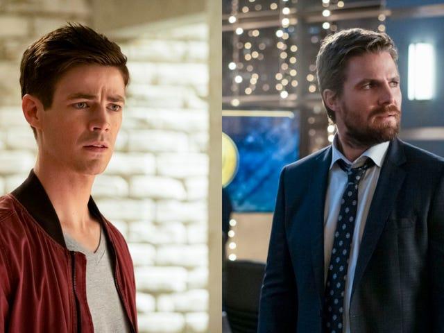 Barry Allen dan Oliver Queen menjadi pelik di sudut masing-masing Arrowverse