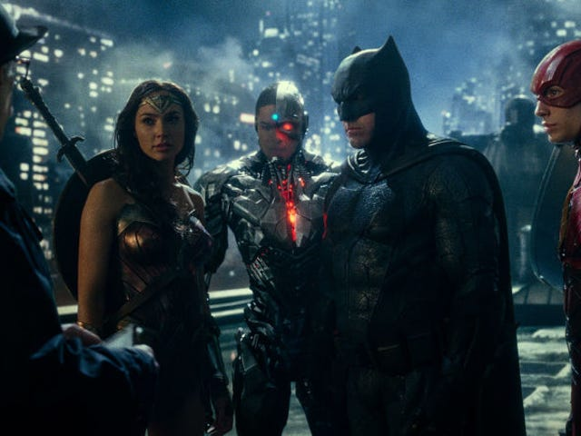 Rotten Tomatoes Will Piss Everyone Off by Delaying Justice League Rating