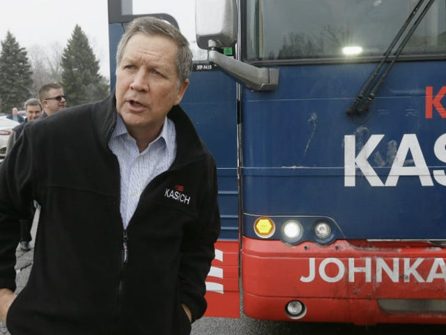 John Kasich, che è terribile, firma Bill Defunding Ohio Planned Parenthood