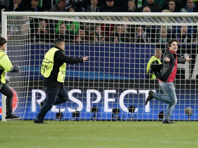Elated Idiot On the Field Ilmaisee maailman tunteet Real Madridin tappiosta