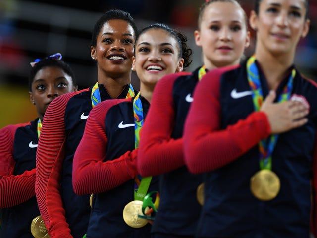 Gabby Douglas minder alle om, at hun er patriotisk ved at bringe hjemme guld