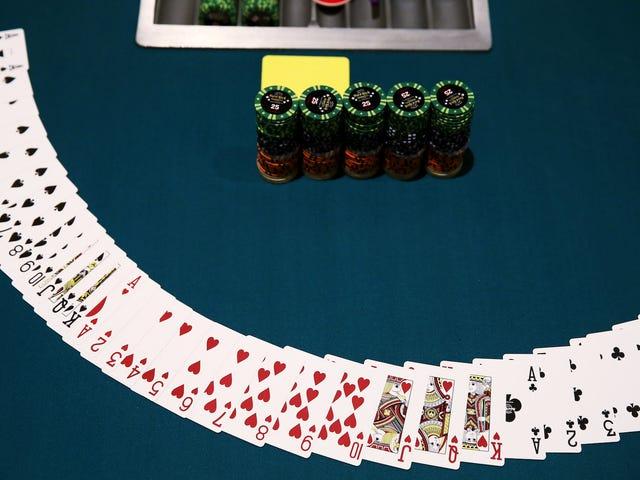 Un joueur de poker professionnel s'enferme dans une pièce sombre pendant 30 jours sur un pari de 100 000 $