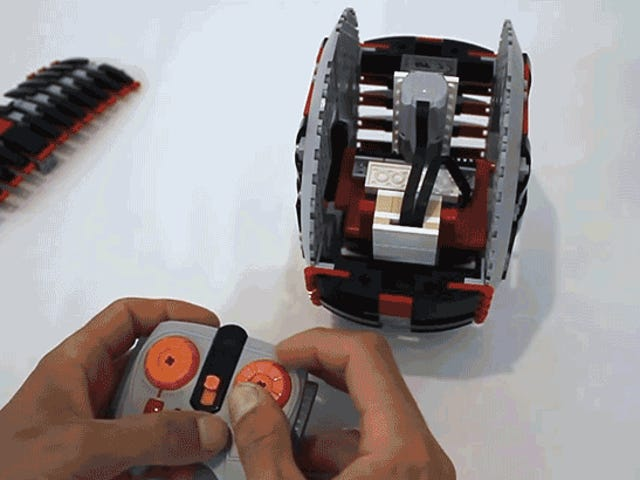 En strålende skæve mekanisme giver dette Lego Wheel Corner som en motorcykel