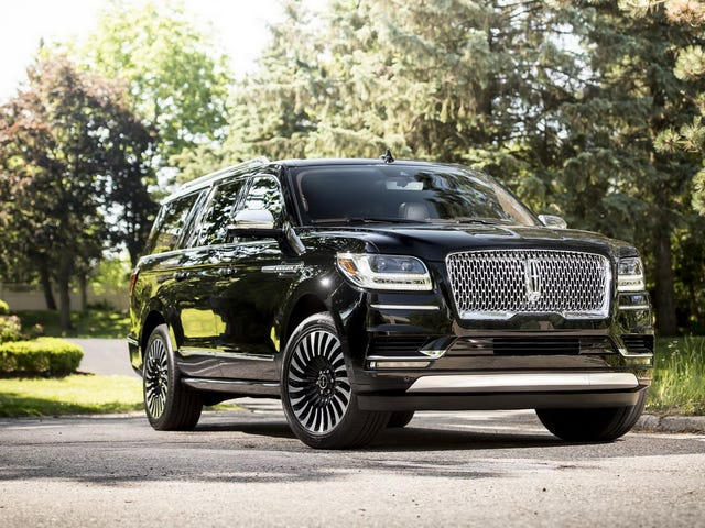Only When The Extended-Length Lincoln Navigator Is 50 Feet Long Will America Return To Greatness