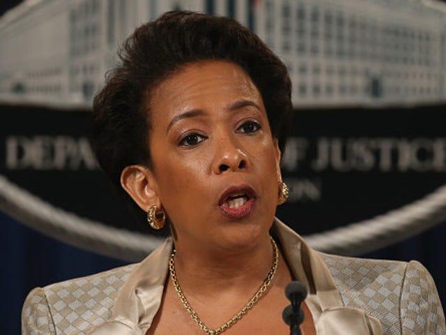 前司法部长Loretta Lynch否认她推动詹姆斯康梅拒绝调查克林顿电子邮件