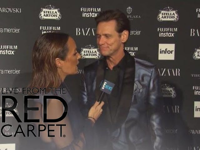 "Jim Carrey daje świeży wir na temat ""The World Is Bullshit"" Theory na Fashion Week Red Carpet"