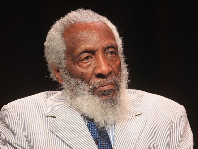 Comedian og Civil Rights Activist Dick Gregory Død ved 84