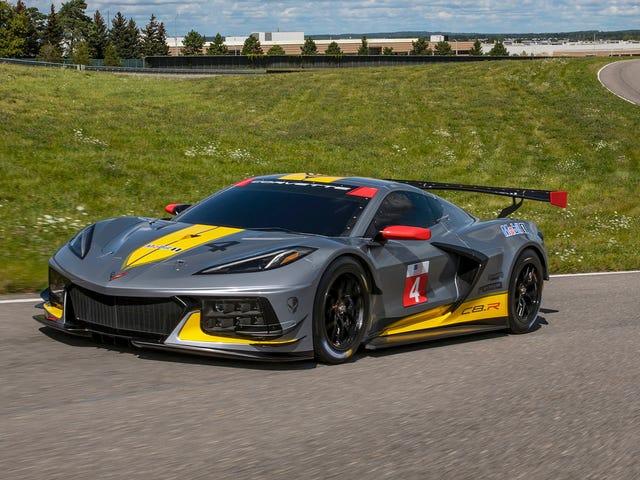 ล้อที่เล็กลง, เครื่องยนต์ที่เล็กลง, ความเร็วที่ใหญ่กว่า: Corvette C8.R แตกต่างจากรถบนท้องถนนอย่างไร