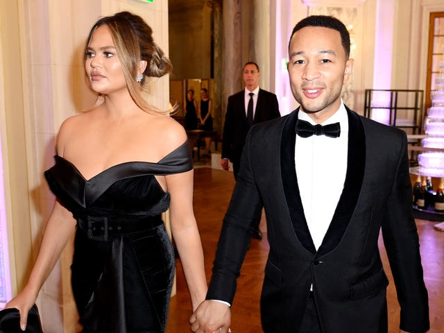 Alert: Chrissy Teigen og John Legend kæmper som ethvert normalt par