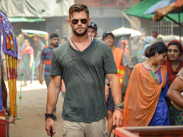 Chris Hemsworth genforenes med noget Marvel-talent for den grimme, men generiske ekstraktion