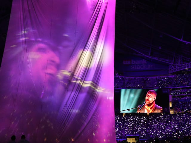 Justin Timberlake's Prince Tribute Was Nota Hologram ... It Was a Perfect Allegory of America