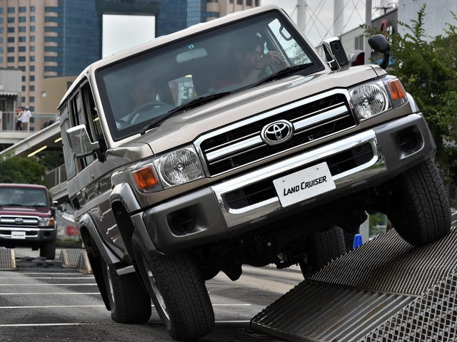 Lỗ hổng mã hóa khiến hàng triệu xe hơi của Toyota, Kia và Hyundai dễ bị nhân bản chính