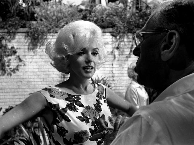 No, a CIA agent didn't just admit to murdering Marilyn Monroe