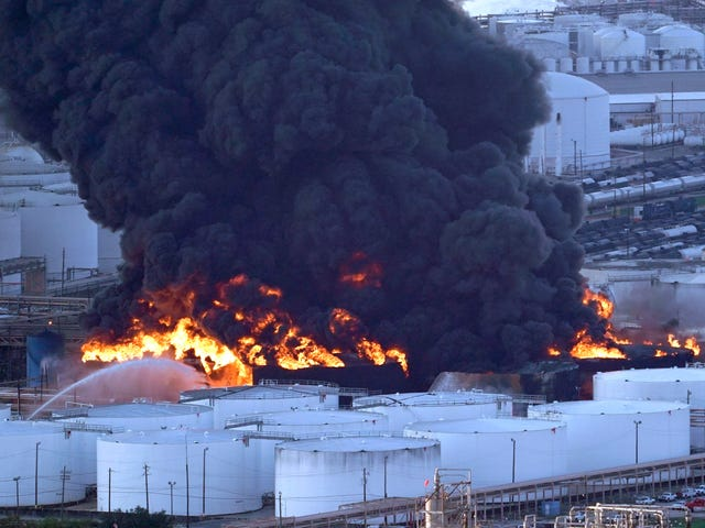 1,000 Locals Reportedly Seek Treatment After Multi-Day Fire at Houston Chemical Facility