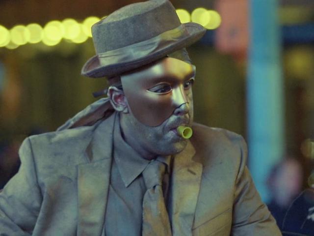 Adam Sandler jest zgorzkniałym wykonawcą ulicy w tym zaskoczeniu, krótko od reżyserów Uncut Gems
