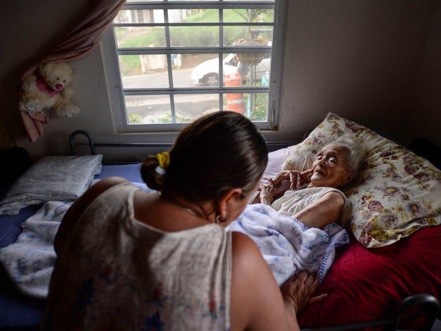 Понад півмільйона покупців у Пуерто-Рико, як і раніше, повідомляють, що без електроенергії