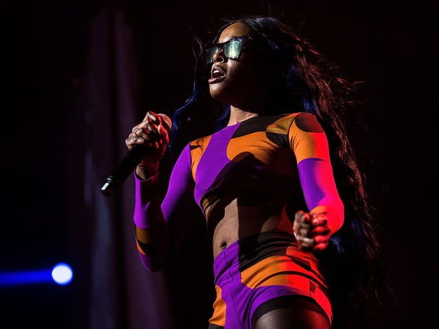 Azealia 'Where Are Your Bookings' Banks Accuses Beyoncé of Stealing and Drags Her Fashion Sense