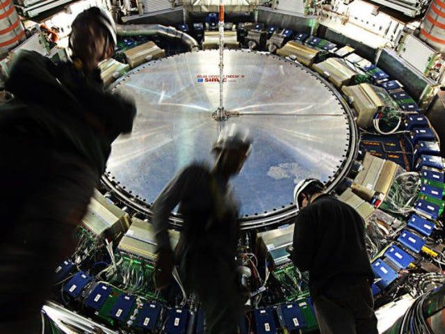 Jangan Terlalu Teruaan Namun Mengenai Petunjuk LHC bagi Zarah Baru