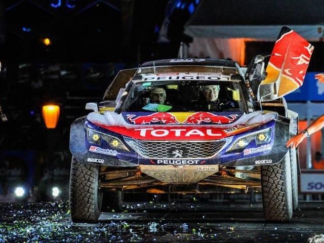 Carlos Sainz löytää Dakarin voiton kun Peugeot päättyy ohjelmaan