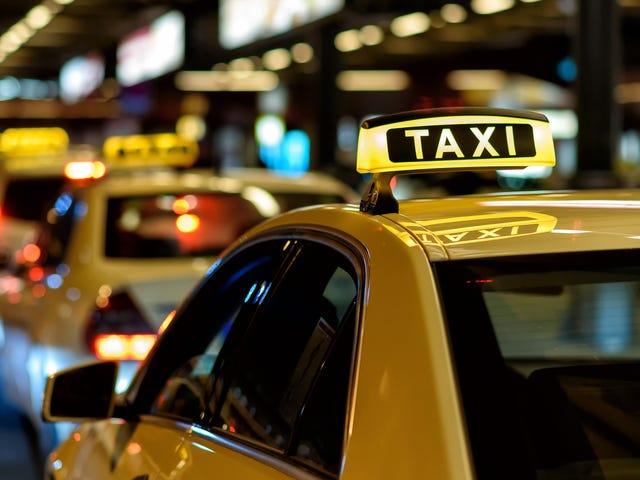 Sprawdź kosztorys taksówki z lotniska i koszty przejazdu przed podróżą