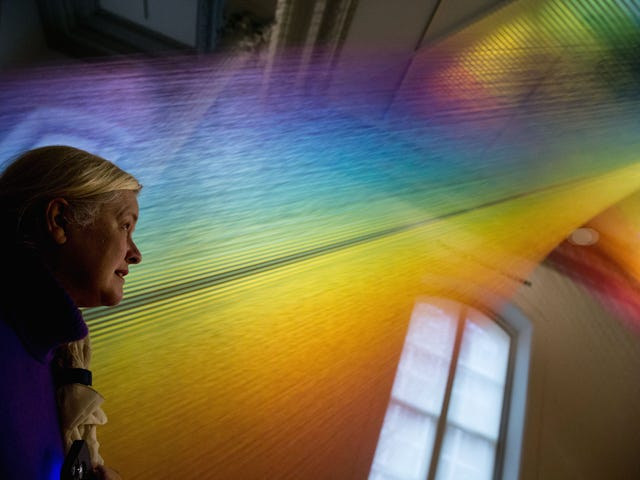 It Took 55 Miles of Sewing Thread To Create This Complete Spectrum of Visible Color