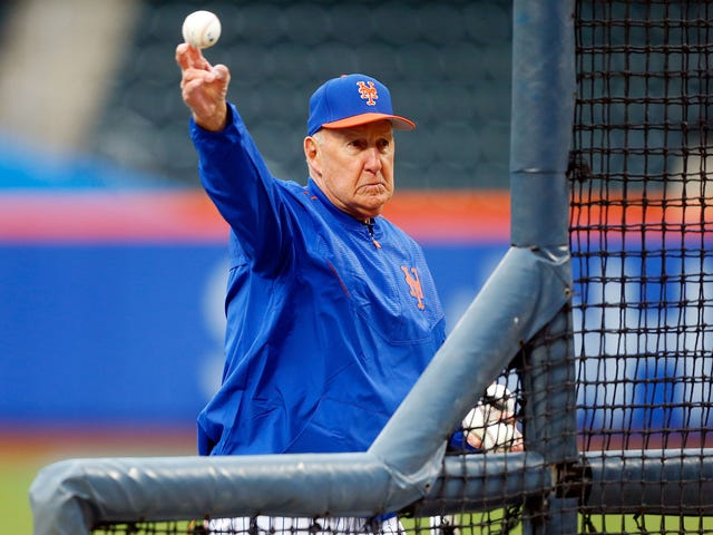 Phil Regan, que tem 82 anos, é o seu novo treinador de pitching do Mets