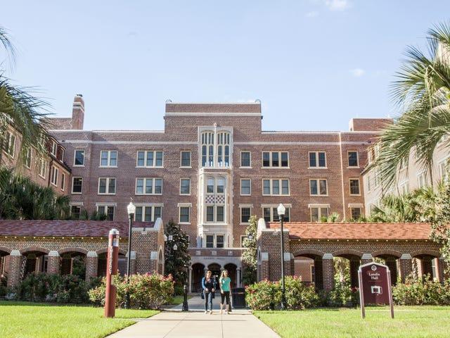 Nueve estudiantes de una universidad le piden sexo al resto del campus, er det et godt valg?