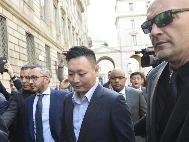 Le long règne de Berlusconi alors que le propriétaire de l'AC Milan se termine alors que la Chine étend sa portée mondiale au football