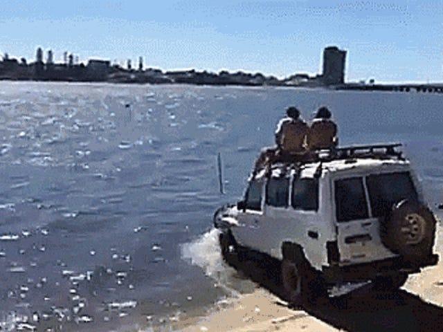 このトヨタトラックが優れた漁船になるのを見てください