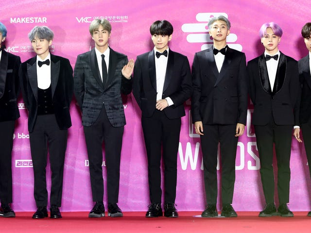 All the Debonair, Coordinated K-Pop Looks at the 2019 Seoul Music Awards