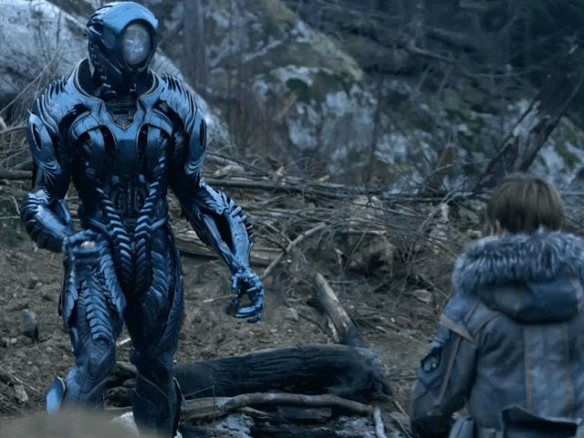 The New Lost in Space Trailer Shows Us This Isn't Your Daddy's Robot