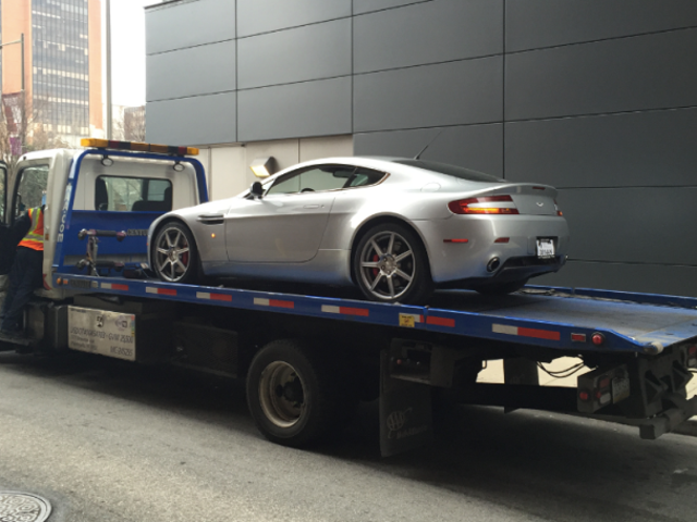 Mijn nieuwe Aston Martin is al kapot gegaan