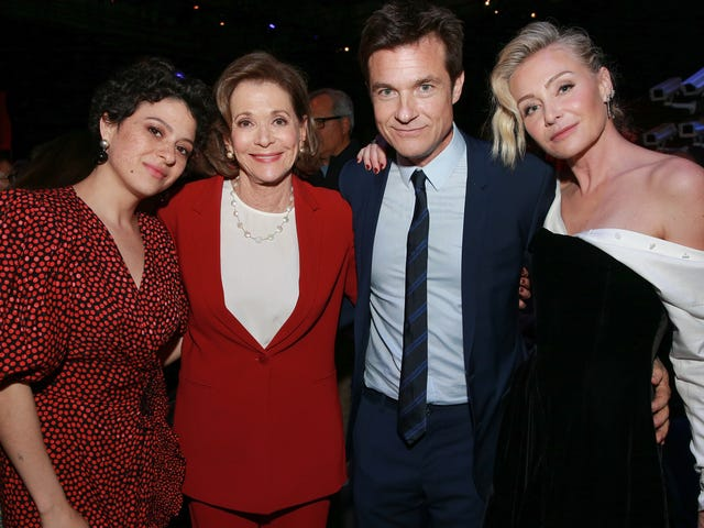 Jason Bateman apologizes for being a dick to Jessica Walter in that NYT interview